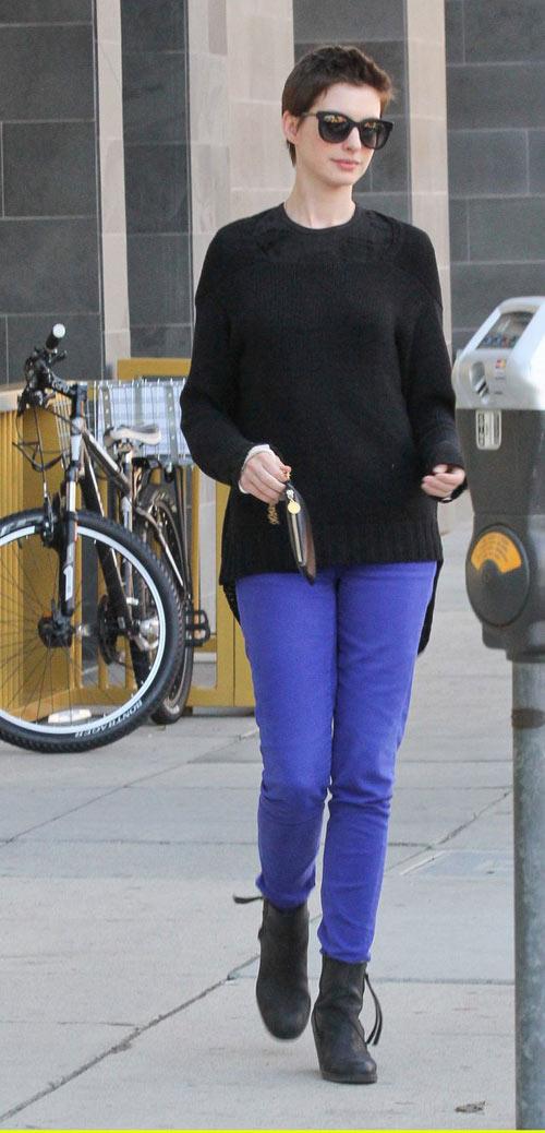 Anne Hathaway cá tính với tóc tém