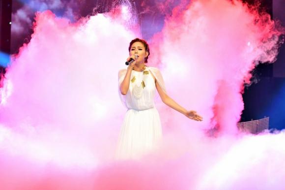 Minh Hằng như nàng công chúa bay bổng trên mây
