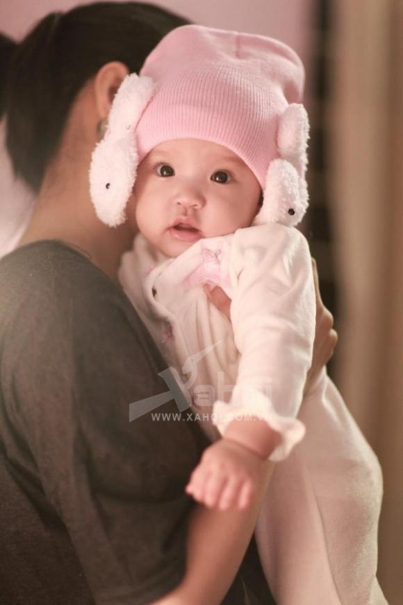 Mi Vân khoe loạt ảnh mới 'siêu đáng yêu' của con gái cưng