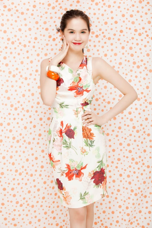 Ngọc Hân 'đụng' váy hoa quyến rũ với Ngọc Trinh
