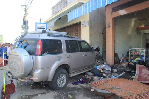 """Ô tô """"điên"""" cán chết 7 người, 3 người bị thương nặng"""