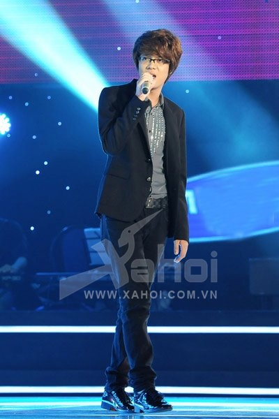 The Voice 2012: Giọng ca hoàng tử Bùi Anh Tuấn 'hớp hồn' teengirl Việt
