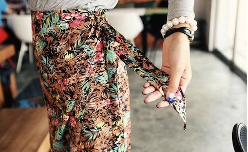 Chân váy bút chì họa tiết đầu thu cho nàng công sở