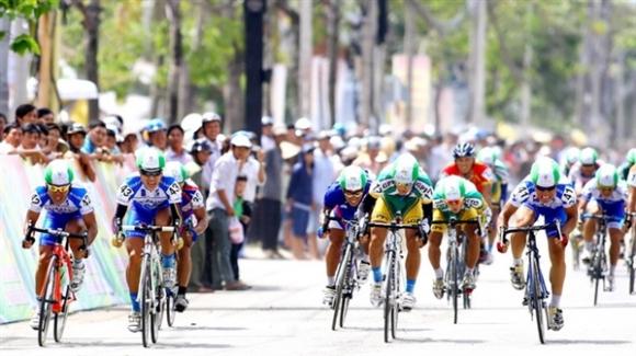 Chặng 4 giải đua xe đạp Cúp BVTV An Giang 2012: Tranh chấp áo vàng