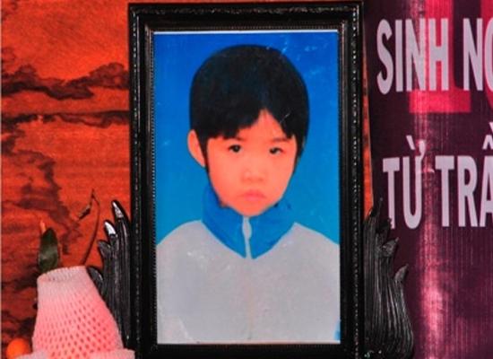 NÓNG 24h qua: Bão số 5 tàn phá đất liền, Hà Nội có người chết