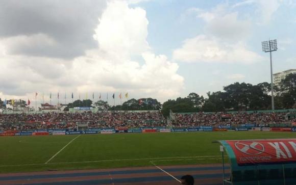 Sôi sục bầu không khí trận 'chung kết' trên sân Thống Nhất