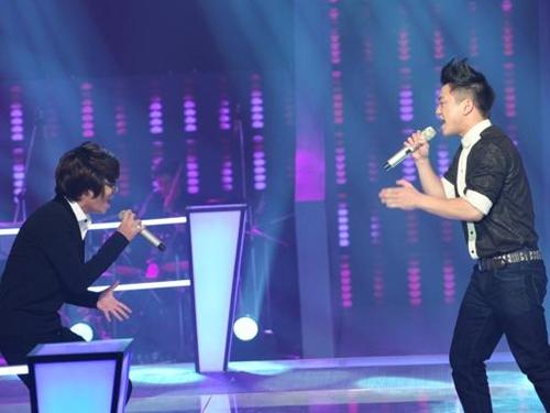 """Vòng đối đầu tập 1 The Voice gây """"bão"""": Hà Hồ, Mr. Đàm trả lời Thanh Lam"""