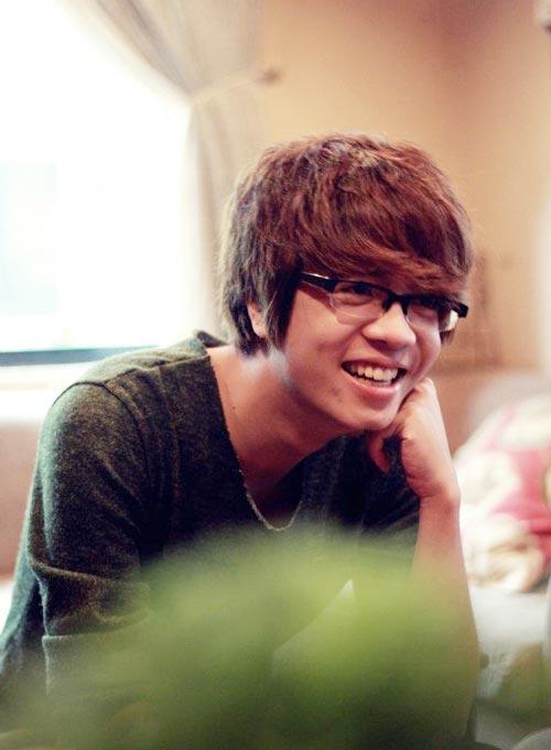 Hot boy Bùi Anh Tuấn: 'Sốc khi bị cư dân mạng ném đá'