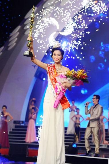 Gia cảnh nghèo khó của tân Hoa hậu Đặng Thu Thảo