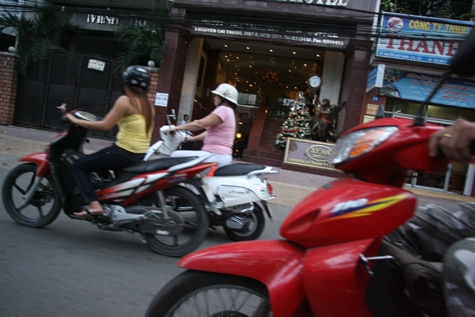 """Lạ kỳ gái mại dâm ở """"cung đường sung sướng' 'thọ' nhất Sài thành"""