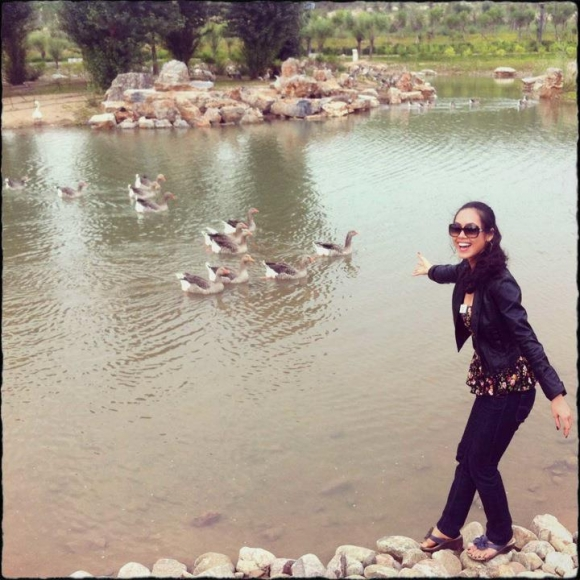 Miss World 2012: Hoàng My thăm thú phim trường, sở thú