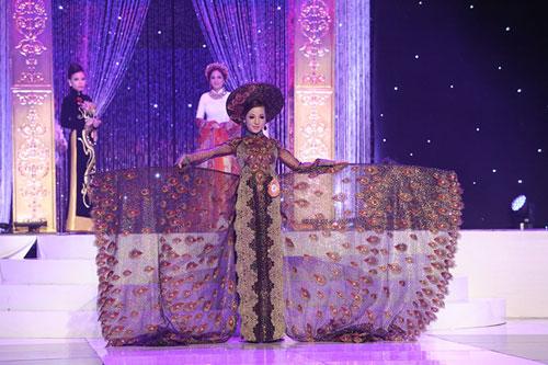Thu Hoài mua giải hoa hậu phu nhân với giá 85.000 USD