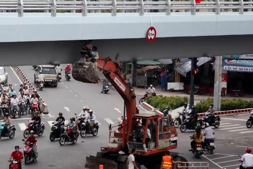 Cầu vượt vòng xoay Cây Gõ trước giờ thông xe