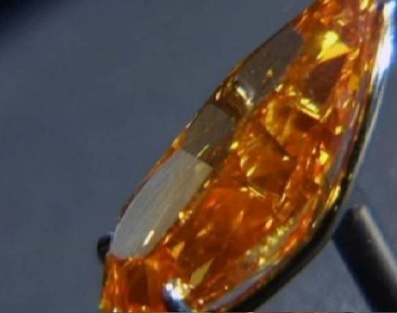 Chiêm ngưỡng viên kim cương cam 'độc' giá kỷ lục