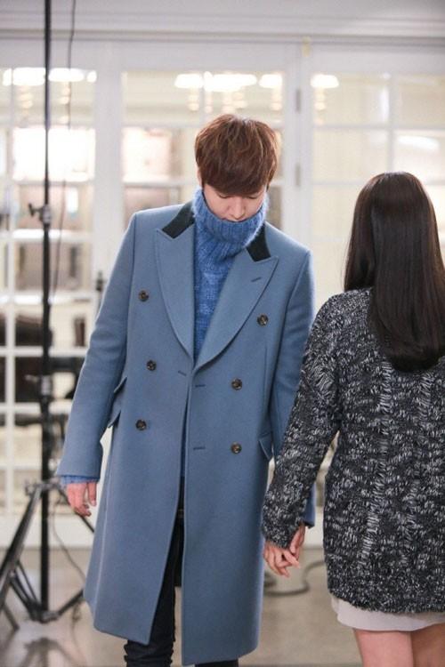 Diện áo khoác dáng dài 'chuẩn men' như Kim Tan