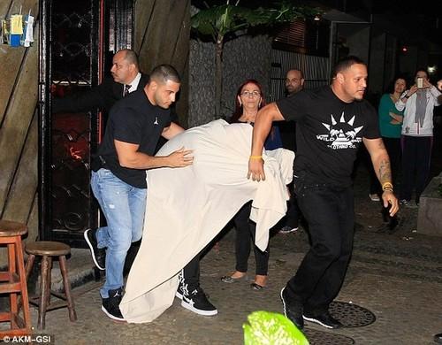 Justin Bieber lộ clip ngủ với gái mại dâm