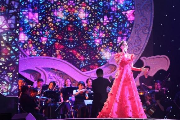Q show – Lệ Quyên sung sức mang đến 42 bài hát