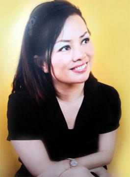 Chuyện tình của bà chủ thẩm mỹ viện Hồng Kông - mẹ kế mẫu lai Andrea
