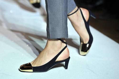 7 mẫu giầy gót thấp 'gây sốt' Xuân/Hè 2013