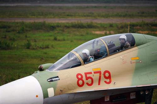 Xem máy bay hiện đại nhất Việt Nam luyện tập chiến đấu