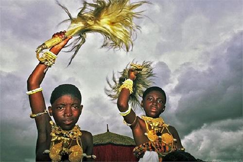 Lạ lùng bộ lạc sống trên cả đống vàng ròng nhưng vẫn chết đói