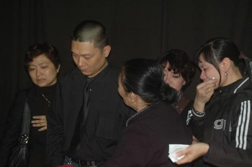 Đám tang nghệ sĩ Văn Hiệp: Vợ Văn Hiệp khóc ngất trước linh cữu chồng