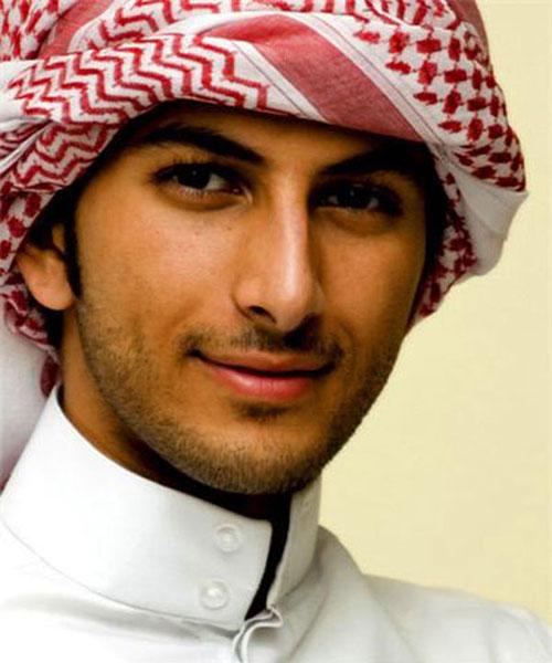 Ngất lịm trước nhan sắc của chàng hoàng tử bị trục xuất tại Ả Rập