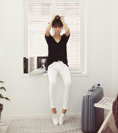 9 cách mix 'cực chất' với quần trắng