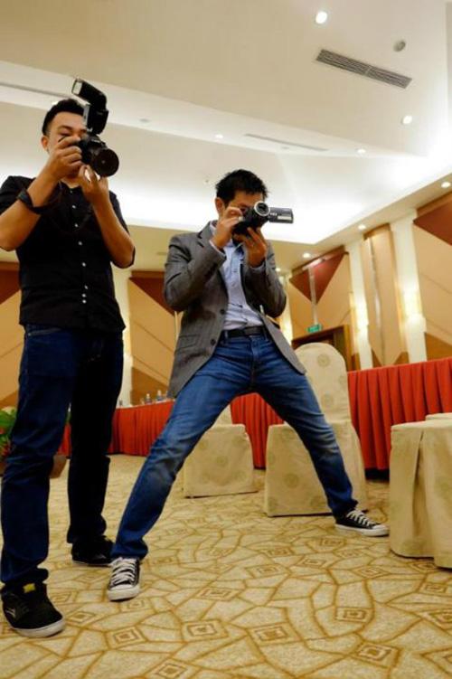 Cười lăn với 'chàng trai đẹp bị trục xuất' Thái Hòa