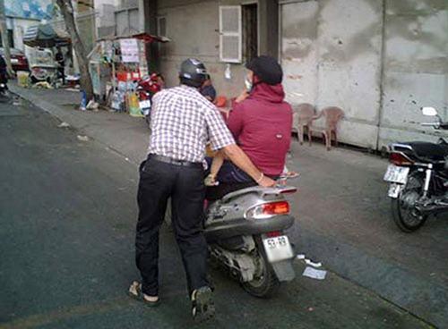 Ảnh cười bể bụng (P63): Phút giải lao của anh cảnh sát giao thông