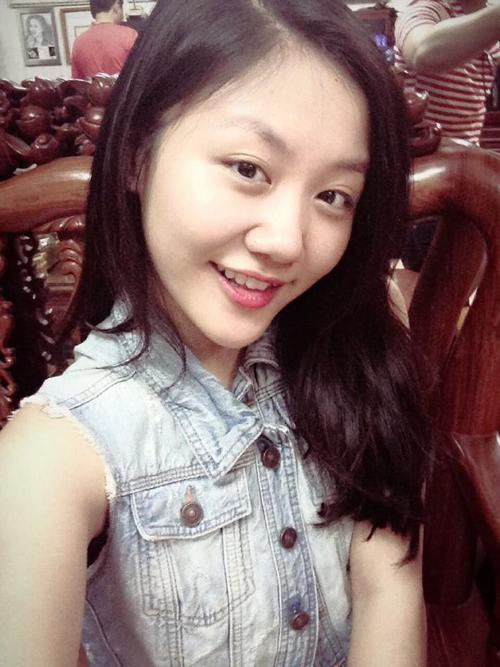 Sau tin đồn 'gọt cằm', gương mặt Văn Mai Hương ngày càng nhọn hoắt