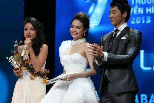 Minh Hằng hóa công chúa đêm trao giải HTV Award 2013