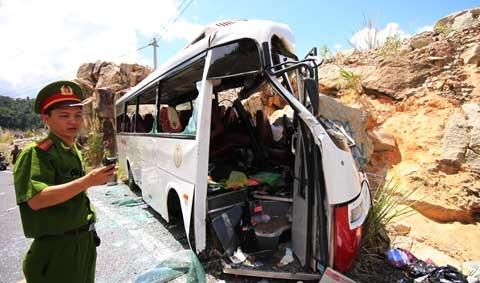 Liên tiếp xảy ra tai nạn giao thông kinh hoàng đầu tháng 6