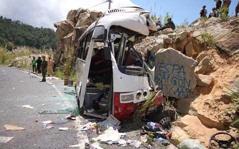 Vụ tai nạn thảm khốc ở Khánh Hòa: 6 người chết, 23 người bị thương