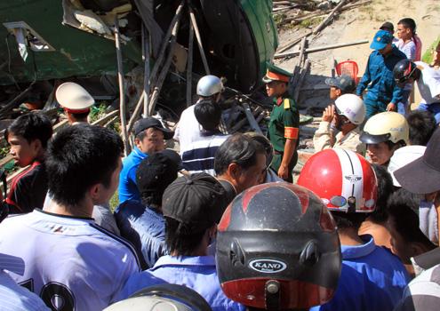 Xe khách Mai Linh lật ngửa: Công an vào cuộc
