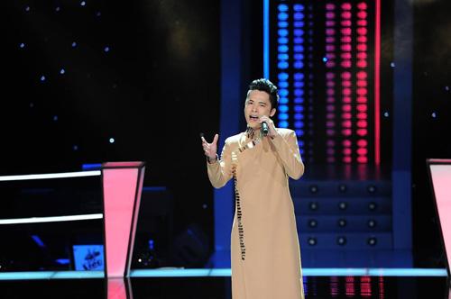 The Voice vòng Đo ván tập 1: Cô bé 19 tuổi bật khóc vì phải đấu với Hoàng Tôn