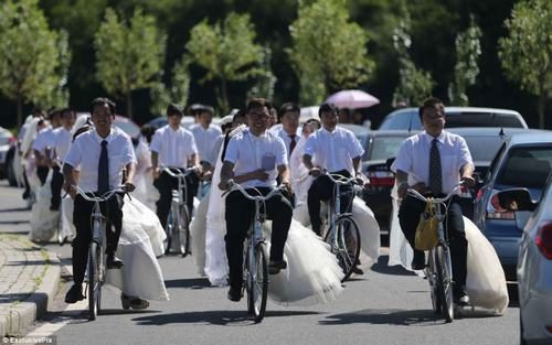 16 cặp đôi tổ chức đón dâu bằng xe đạp
