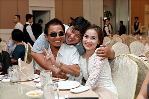 Lý Hùng bất ngờ tái xuất trong đám cưới diễn viên hài Hữu Nghĩa