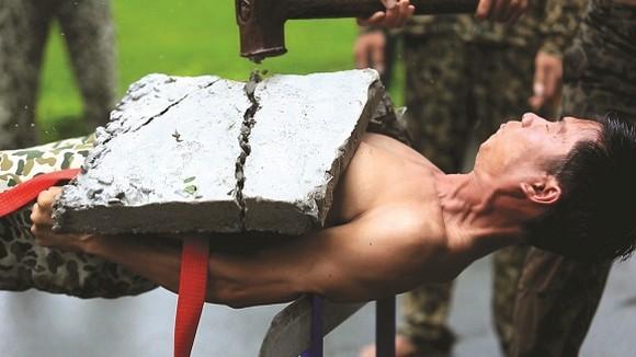 Bí kíp võ thuật đặc công và ký ức thời kì bảo vệ đá đỏ