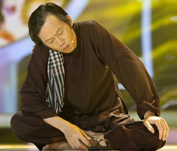 Gương mặt thân quen: Hoài Lâm giả gái không thua bố Hoài Linh