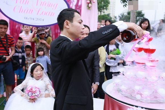 Đám cưới cổ tích của cô gái suy thận với chàng trai kém 3 tuổi ở Hà Nội