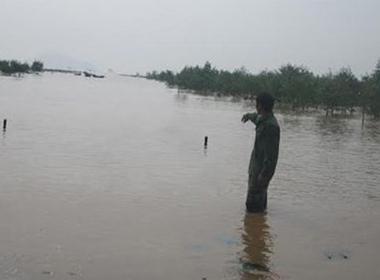 Thanh Hóa: Sóng đánh chìm thuyền chở 20 người
