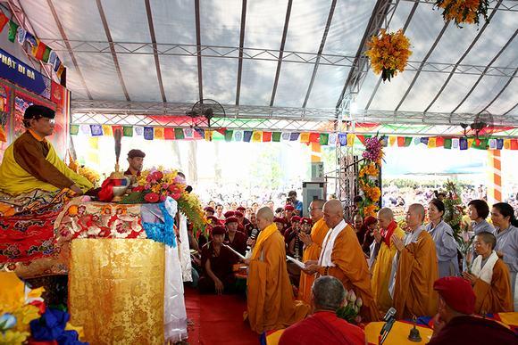 Nhiếp Chính Vương Thuksey Rinpoche giảng pháp, cầu nguyện quốc thái dân an