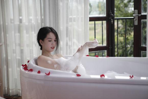 Ngọc trinh lộ cảnh nóng tắm nude