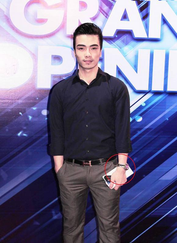 Dong Sang Kenny Sang Khoe Đồng Hồ Trăm