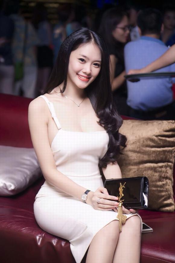 Linh Chi 'nịnh' Ngọc Trinh khi nhận được quà sinh nhật đắt ...