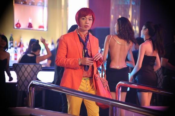 Choáng với hình ảnh 'chị Hội' Thái Hòa 'uốn éo' trong bar