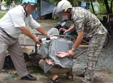 Quái nhân trộm vặt thích ở tù