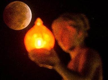 Ngắm 'trăng máu' trên khắp thế giới