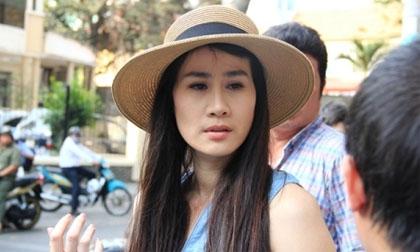 Người đẹp Thân Thúy Hà 'gặp nạn' trên phố Sài Gòn